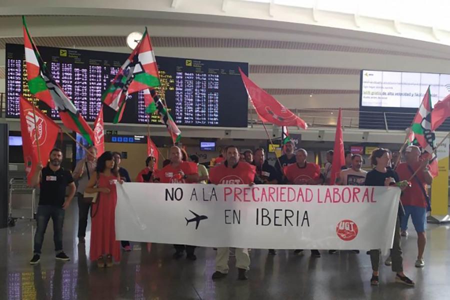 UGT denuncia servicios mínimos abusivos en las dos jornadas de huelga del personal de tierra de Iberia, en el aeropuerto de Bilbao