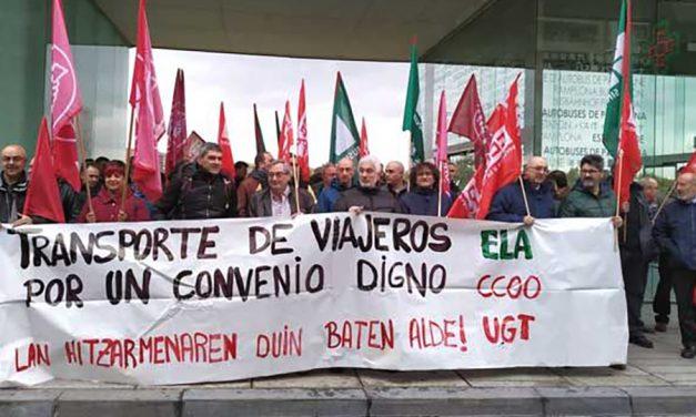 Paro de dos horas y concentración para exigir un Convenio de Transporte de Viajeros digno en Navarra