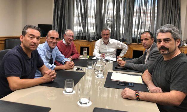 UGT y CCOO exponen al presidente del Gobierno de Canarias los problemas de los artistas de los establecimientos turísticos