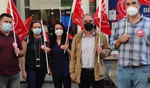 La plantilla del BBVA se concentran en Albacete en contra del ERE planteado por la entidad financiera